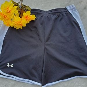 🔥Under Armour medium loose fit athletic shorts